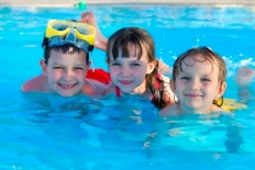 Three_kids_swimming