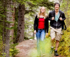 fall-hiking_couple_sm